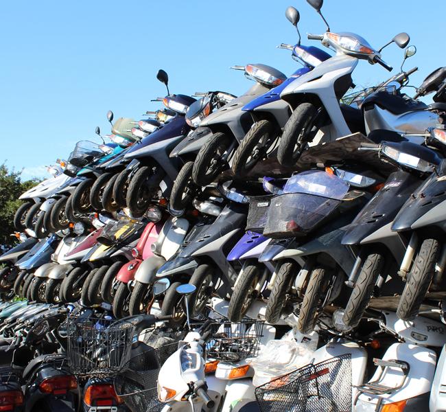 キンキオートバイ屋外2階在庫スクーター